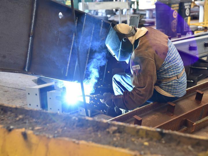 Actividad industrial repunta un ligero 1.1%: INEGI